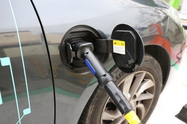 [크기변환]electric-cars-1068920_1280.jpg